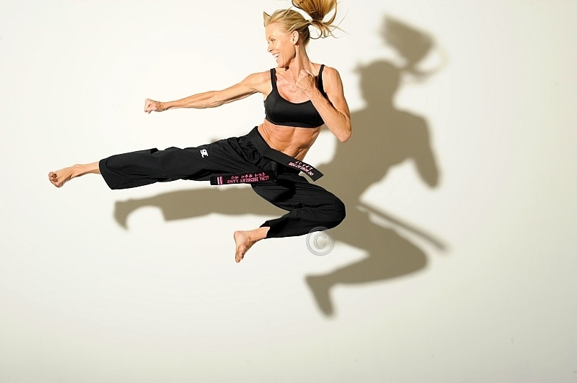 Alisa - Stuntwoman Karate - Flying Side KickFlying Karate Kick